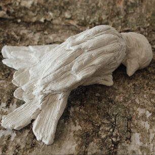 Sovandes (Sleeping), 2019, clay, approx. 5 x 15 cm